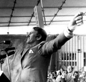 Image of Malcolm Fraser addressing a Liberal Party election rally.